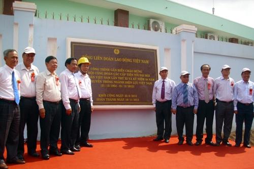 EVN SPC gắn 2 biển công trình chào mừng Đại hội Công đoàn lần thứ XI