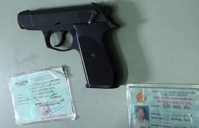 Phải xử lý Phó TGĐ Ngân hàng Việt Á chĩa súng vào mặt phụ nữ