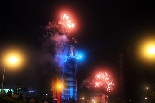 Pháo hoa thắp sáng bầu trời Hà Nội, TP Hồ Chí Minh