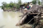 Sạt lở đất, 4 căn nhà đổ sập xuống sông