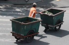 """Hàng ngàn công nhân vệ sinh """"chầu chực"""" chờ lương"""