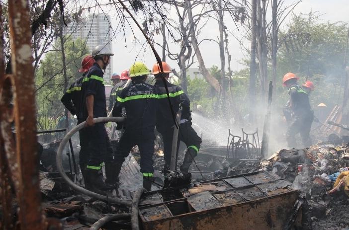 Cụ ông thoát chết trong căn nhà lá bị lửa thiêu rụi