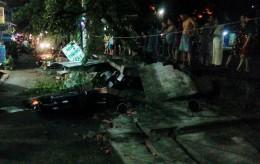 """TP HCM: Cơn """"cuồng phong"""" làm 3 người bị thương"""