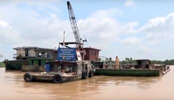 Phát hiện 3 sà lan xả trộm bùn thải trên sông Sài Gòn