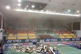 Chùm ảnh: Sập trần nhà thi đấu Phan Đình Phùng