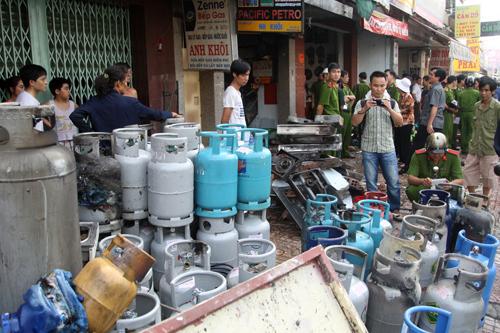 Nổ tại đại lý gas, 3 người bị thương