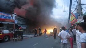 TP HCM: Cháy lớn tại tiệm sửa xe máy