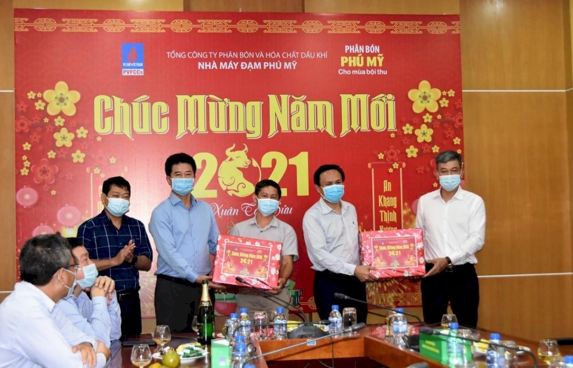 Lãnh đạo PVFCCo thăm và chúc tết CBCNV Nhà máy Đạm Phú Mỹ đêm giao thừa