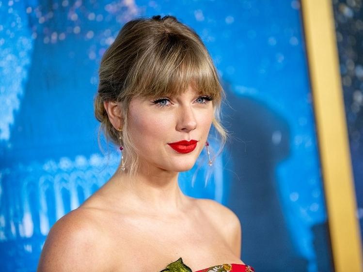 Taylor Swift tặng mỗi fan 3.000 USD để vượt qua dịch Covid-19