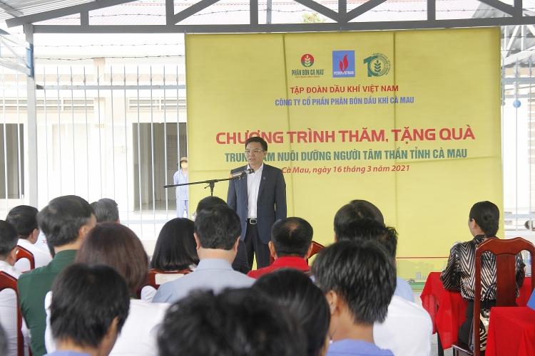 Tổng giám đốc Petrovietnam Lê Mạnh Hùng thăm và tặng quà tại Trung tâm nuôi dưỡng người tâm thần Cà Mau