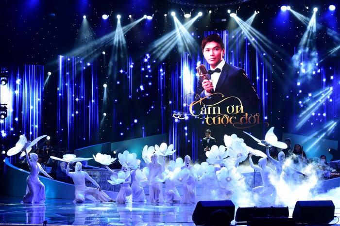 1h đêm, khán giả vẫn lưu luyến với liveshow Mạnh Quỳnh