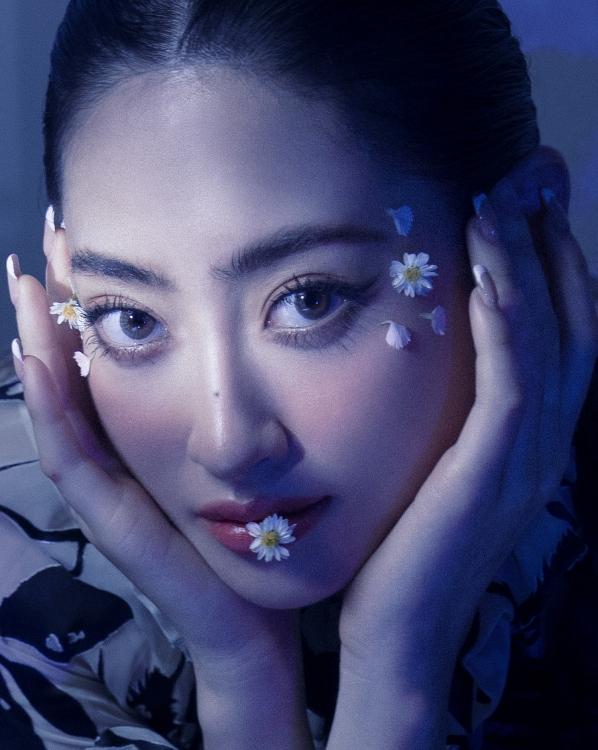 Hoa hậu Lương Thuỳ Linh khoe nhan sắc lung linh trong bộ ảnh mới