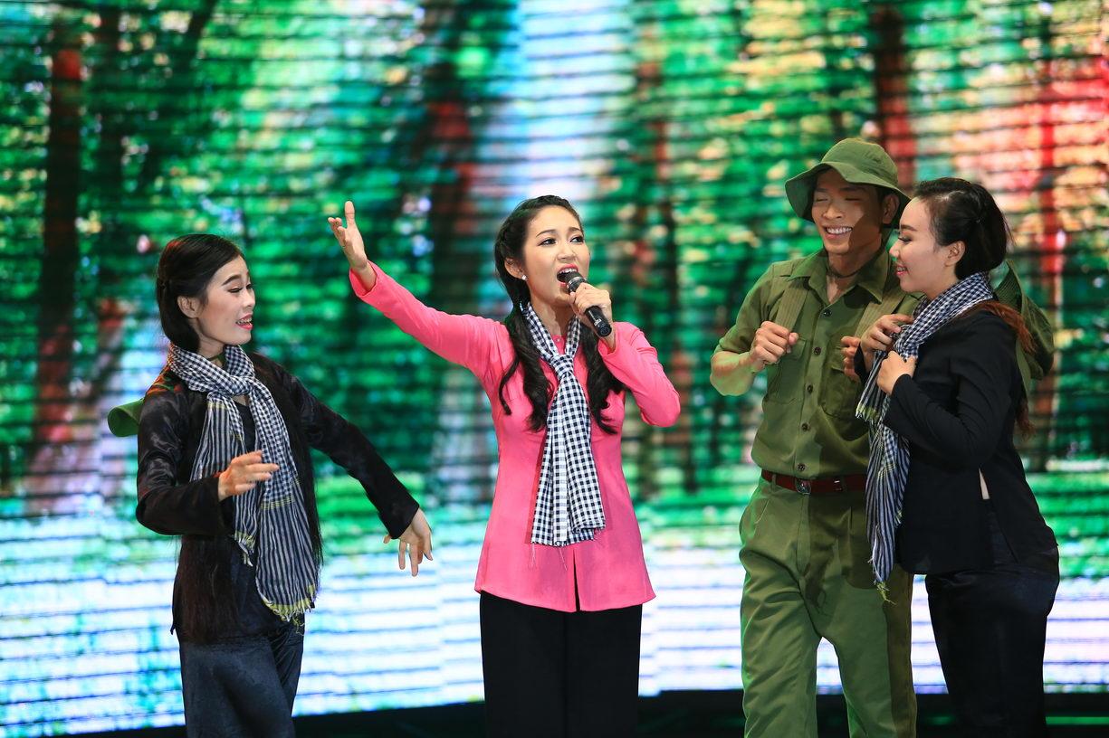 Liveshow hoành tráng của nữ thiếu tá quân đội
