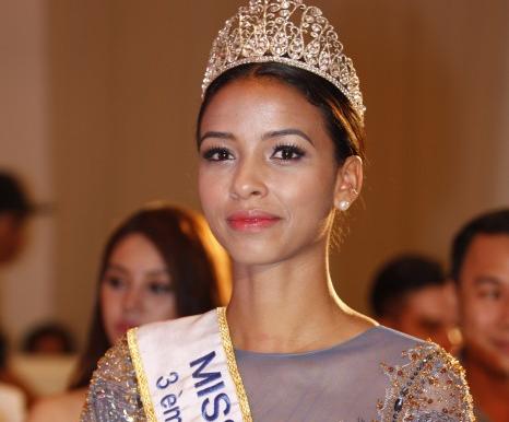 Ngắm vẻ đẹp ngọt ngào của Hoa hậu Pháp tại TP.HCM