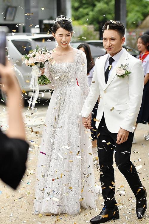 Hoãn đám cưới vì dịch Covid-19, vợ chồng Phan Mạnh Quỳnh được khen ngợi