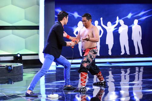 Người bí ẩn 2015: Huy Khánh dùng máy khoan người