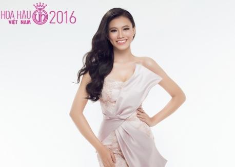 Người đẹp Hoa hậu Việt Nam khoe sắc với váy dạ hội