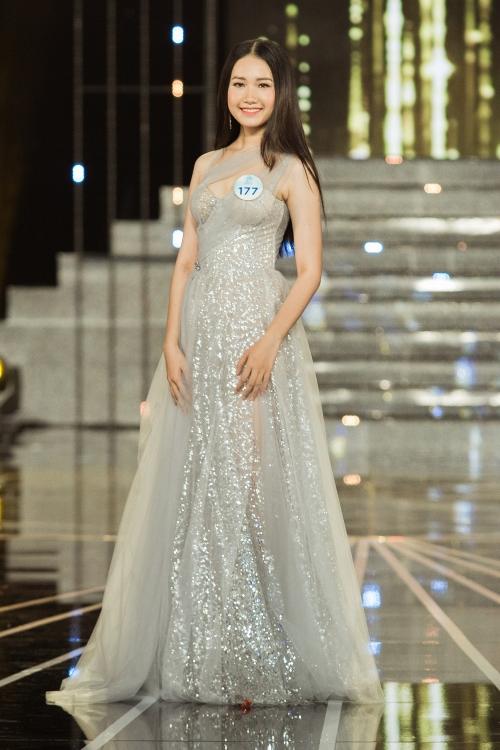 chung khao miss world viet nam thi sinh long lay trong trang phuc da hoi