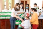 Hoa hậu Tiểu Vy kêu gọi cộng đồng quyên góp mua vaccine cho công nhân nghèo