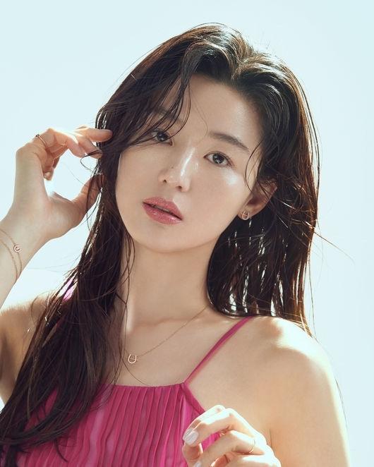 """""""Mợ chảnh"""" Jeon Ji Hyun bị đồn ly thân chồng đại gia"""