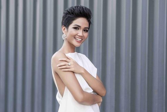 Hoa hậu H'Hen Niê khoe vẻ nóng bỏng sau tăng cân