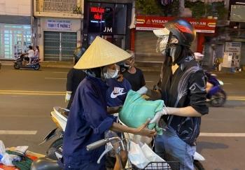Hoa hậu Tiểu Vy trao tặng 3 tấn gạo cho người nghèo tại TP.HCM