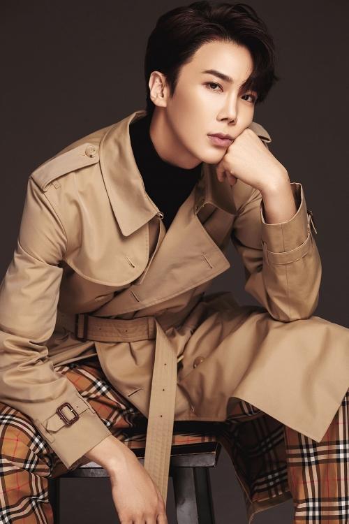 Hari Won khoe ảnh tình tứ bên Park Jung Min