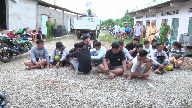Vĩnh Long: Bắt giữ hơn 30 thanh niên hẹn nhau đua xe trái phép