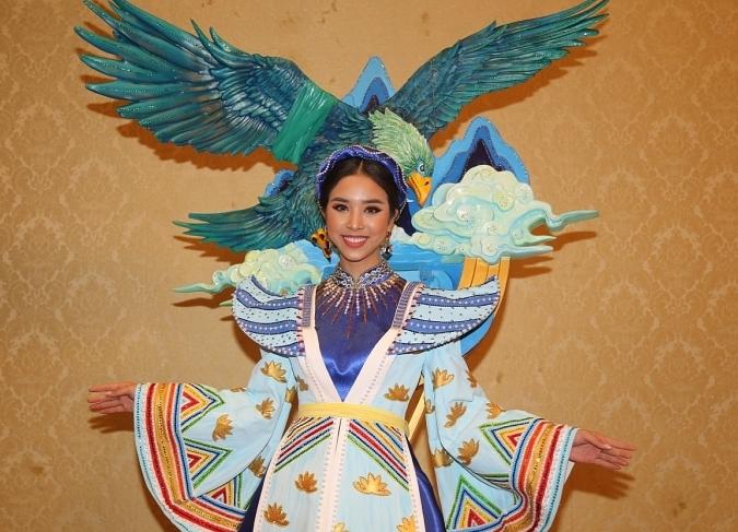 a hau thuy an trang tay tai miss intercontinental 2019