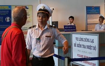 Hai du khách Trung Quốc phải cách ly ở Đà Nẵng chỉ sốt siêu vi