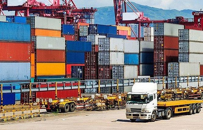 Việt Nam nhập siêu 960 triệu USD trong nửa đầu tháng 5