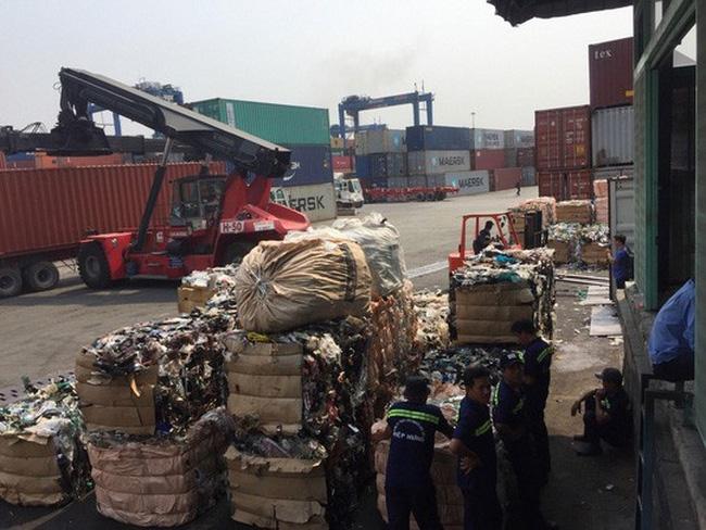 hon 500 container phe lieu bi truc xuat khoi viet nam