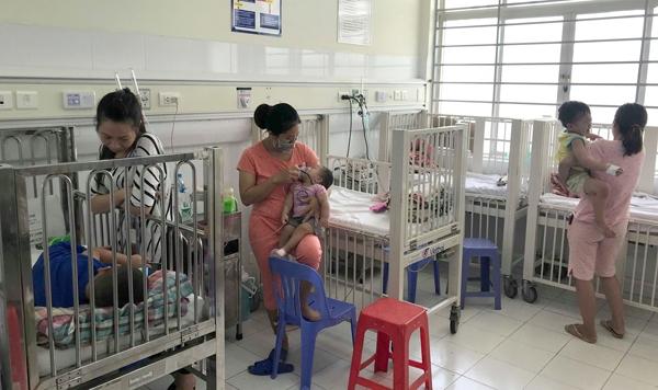 Bệnh tay chân miệng ở Hà Nội: Nhiều ca biến chứng nặng