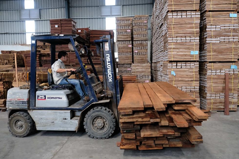 Việt Nam nhập siêu từ Trung Quốc tăng 9 tỷ USD nhưng xuất khẩu giảm nửa tỷ USD