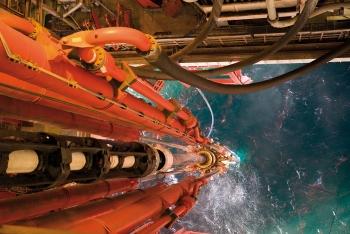 Big Oil tận dụng giá dầu cao, đồng loạt bán tài sản