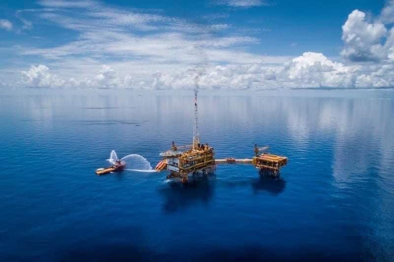 Tin thị trường: Nguồn cung dầu giảm mạnh, Bank of America cảnh báo giá dầu thô thế giới có thể vọt lên 100 USD/thùng