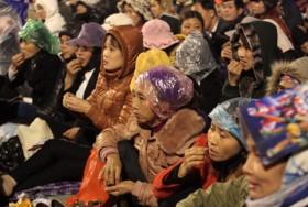 Hàng vạn người đội mưa nghe quan họ ở Hội Lim