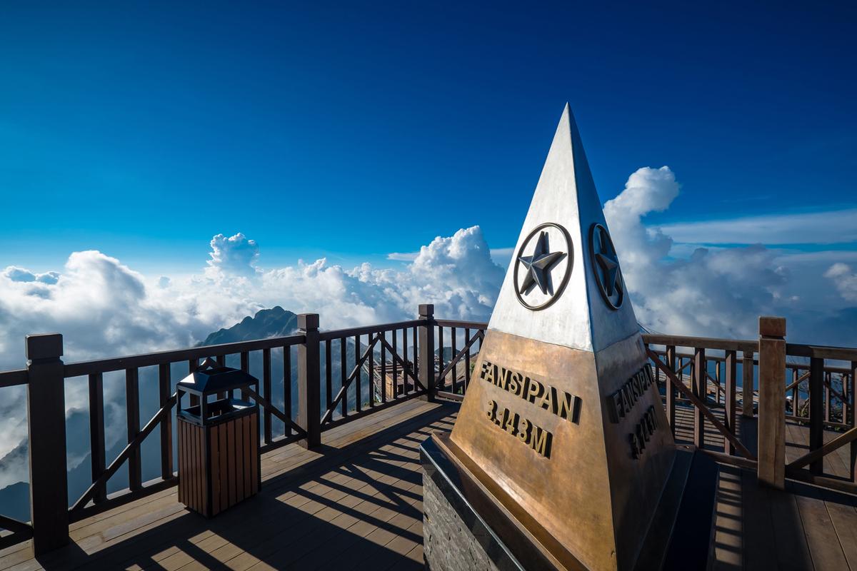 Đỉnh núi Fansipan cao thêm 4,3 mét