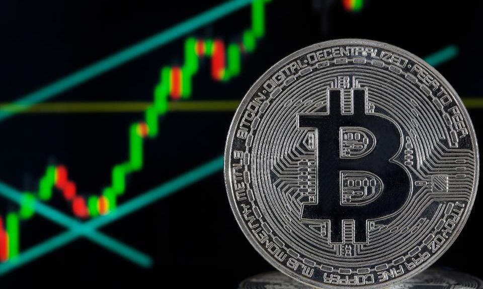 gia bitcoin vuot 11000 usd giua cang thang my trung