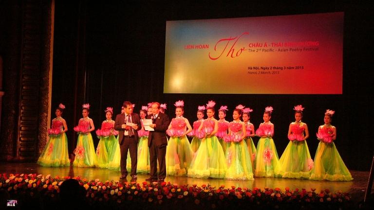 Thơ quốc tế tại Nhà hát lớn