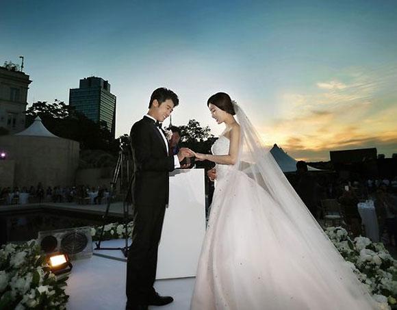Ahn Jae Wook kết hôn