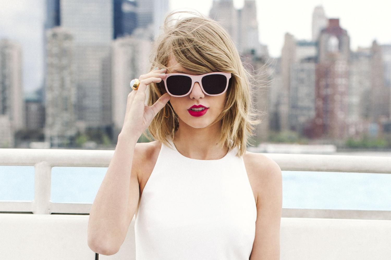 """Taylor Swift """"nổi điên"""" với Apple"""