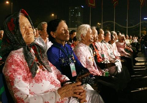 """Bỏ """"cộng điểm ưu tiên"""" cho mẹ Việt Nam anh hùng"""