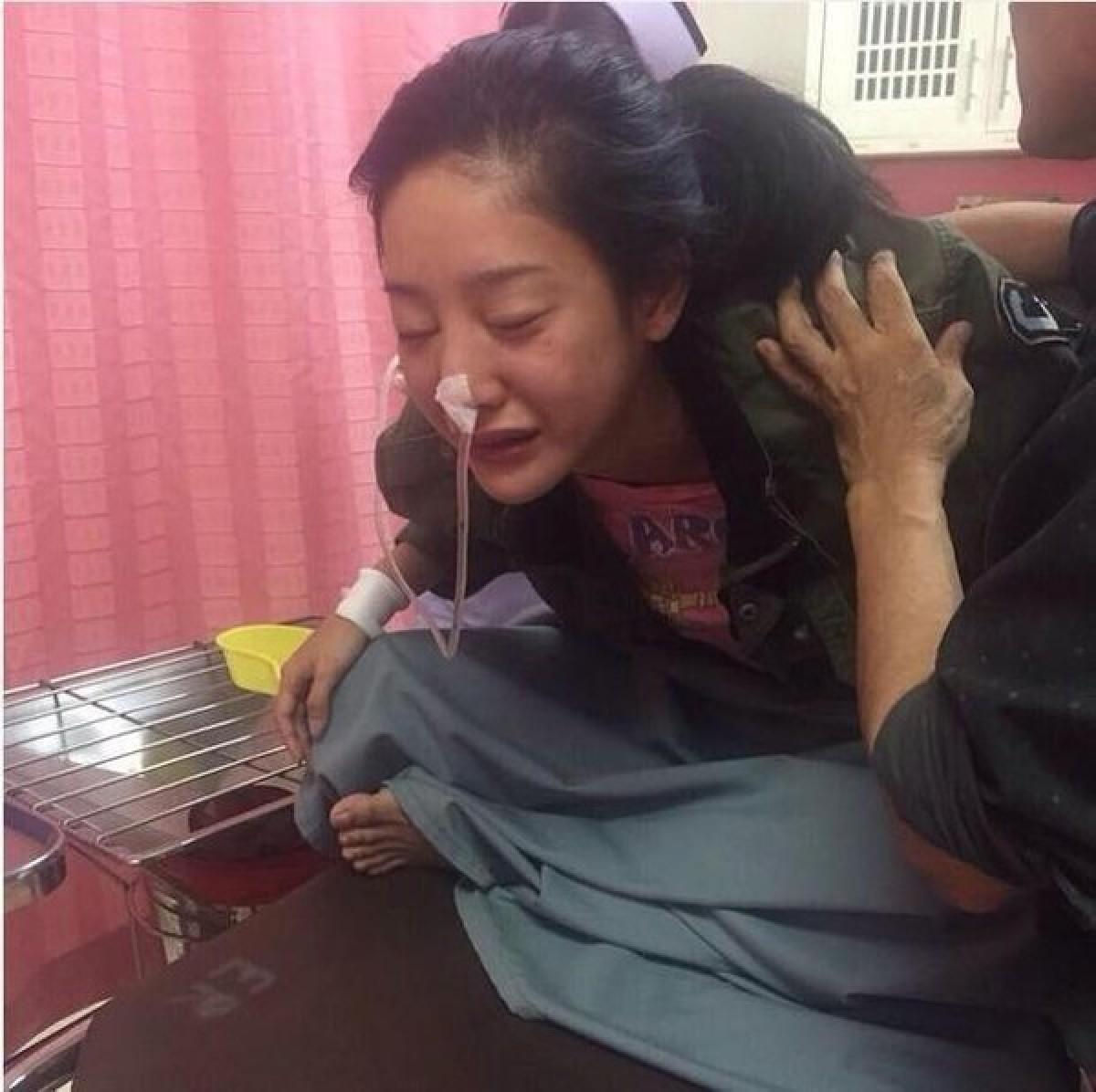 Tangmo Pattaratida tại bệnh viện sau khi cố gắng tự tử