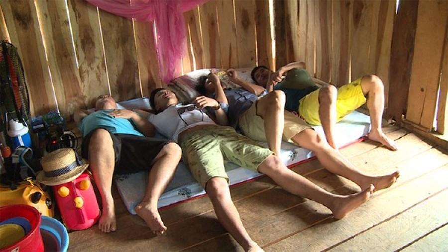 Các bố ngủ chung với nhau