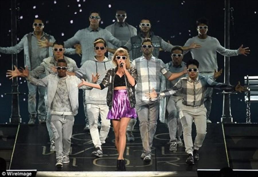 Taylor Swift từ chối show diễn gần 50 tỷ đồng