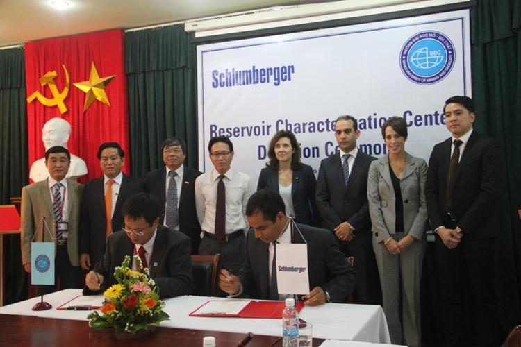 Schlumberger tài trợ Trung tâm mô hình hóa mỏ cho ĐH Mỏ - Địa chất