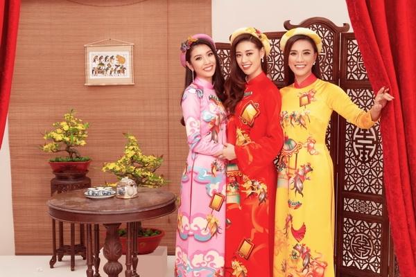 hoa hau khanh van cung hai a hau xung xinh vay ao don xuan