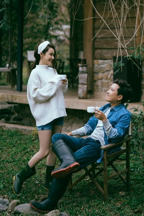 Đây cũng được coi là bộ ảnh riêng đầu tiên mà cả hai chụp cùng nhau sau khi kết hôn.