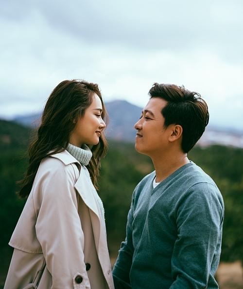 Bộ ảnh là những khoảnh khắc đời thường đáng yêu nhất của cặp đôi được tái hiện tại những địa điểm nên thơ tại Đà Lạt.